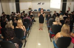 Mulheres empresárias comemoram seu dia com palestra e jantar