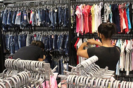 Campanha Umuarama Liquida cai no gosto dos consumidores e lojistas